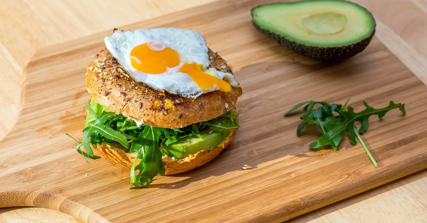 Bagel with egg and avocado | © Marco Verch / Flickr