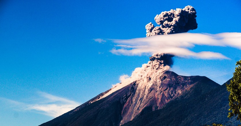 Antigua Guatemala volcano | © SdosRemedios / Flickr