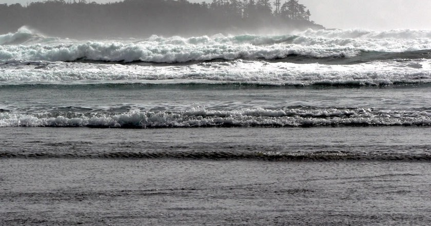 Tofino's stormy waves   © David Stanley / Flickr