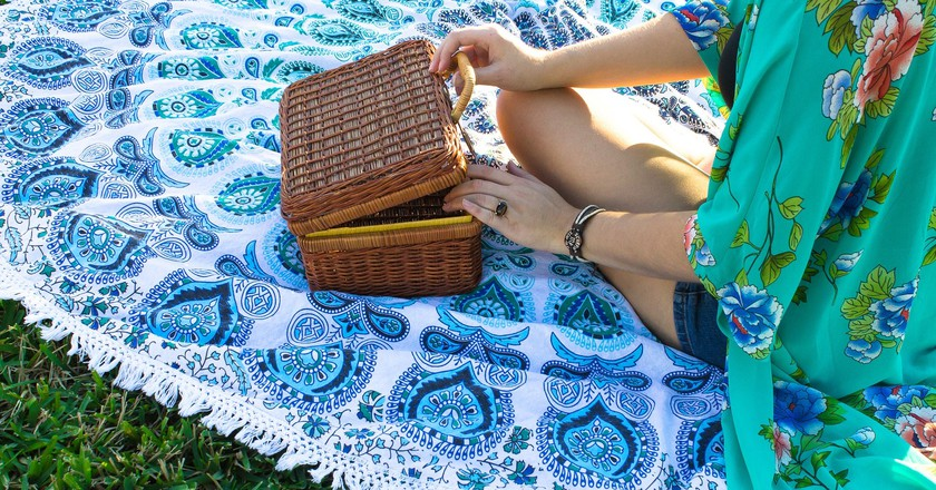 https://pixabay.com/en/aesthetic-picnic-pattern-2093136/