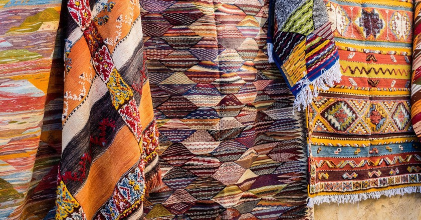 Colourful Moroccan rugs for sale in Fez's souks | © Esin Üstün / Flickr