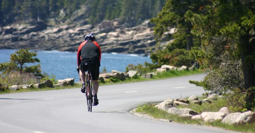 Siteseeing on a bicycle in Acadia National Park    © Jean Beaufort/PublicDomainPictures