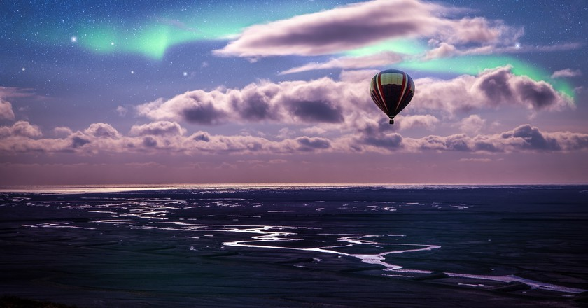 Hot air balloon over Iceland with Northern Lights in the sky | © Andres Nieto Porras