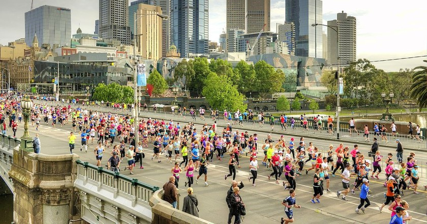 https://commons.wikimedia.org/wiki/File:Melbourne_Marathon_2013.jpg