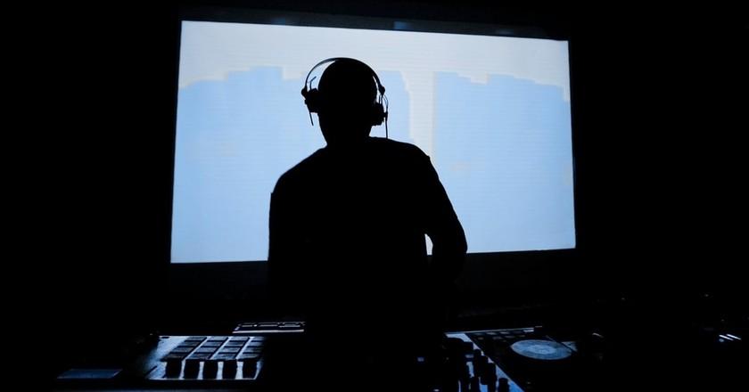 DJ   © arturografo/Shutterstock