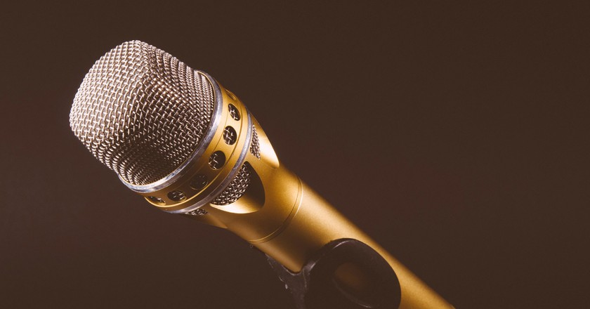 South Africans comedians cover controversial topics, like race, religion, polygamy. and more, in their shows, and it always hits close to home |Kai Oberhäuser / Unsplash