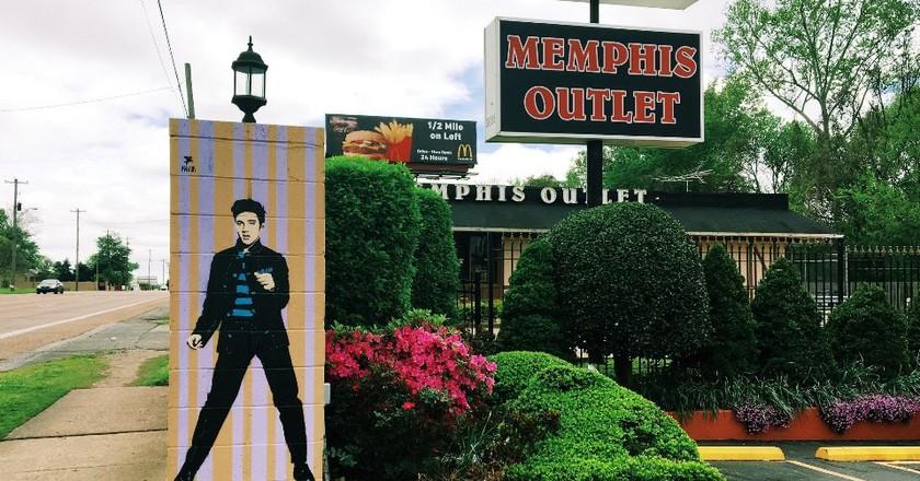 The souvenir shop Memphis Outlet | © Kathy Drasky / Flickr