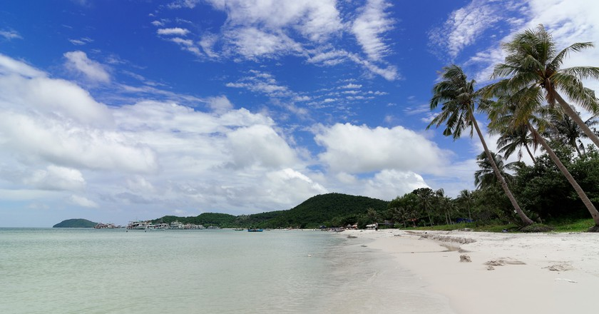 Beach of Phu Quoc Island | © Mgzkun/Flickr
