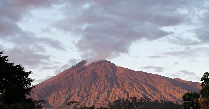 Mount Meru in Tanzania   © Roman Boed/Flickr