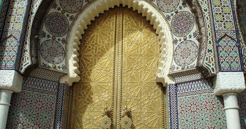 Details on the monumental gate leading into Fez Palace | © DAVID HOLT / Flickr