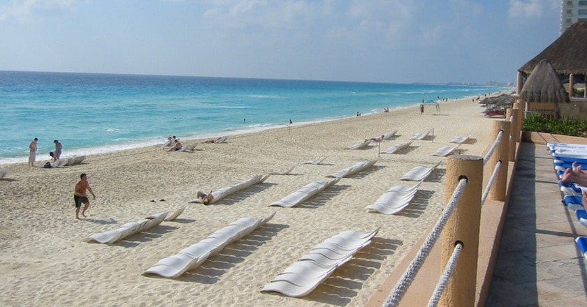 Miles of Beach chairs │© Mandle S / flickr