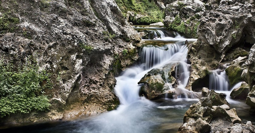 Beautiful Akchour Falls in the Rif Mountains | © travelwayoflife / Wikimedia Commons
