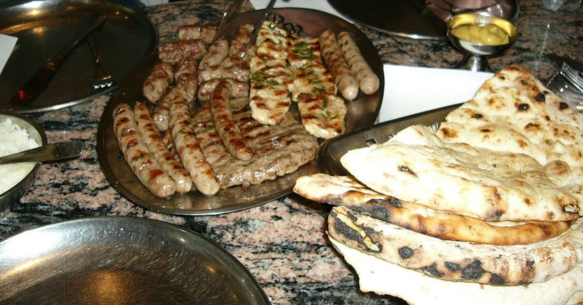 10 traditional bosnian dishes you need to try bosnian meat platter bihvolimwikicommons forumfinder Image collections
