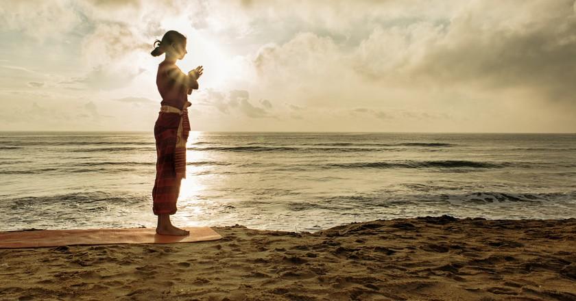 Morning yoga | © Michael Pravin / Flickr