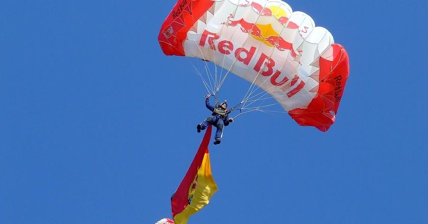 Red Bull parachute | © WikimediaImages / Pixabay