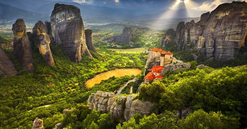 15 Attractions in Greece that Should Be on Every Tourist's List