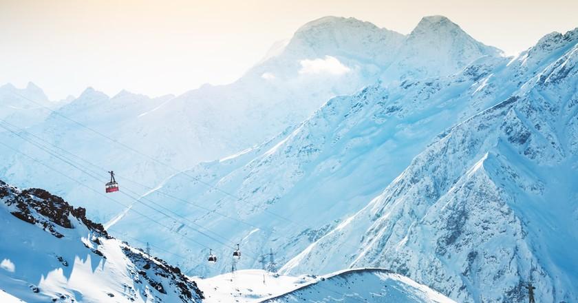Winter sun in the mountains   © Olga Gavrilova/Shutterstock