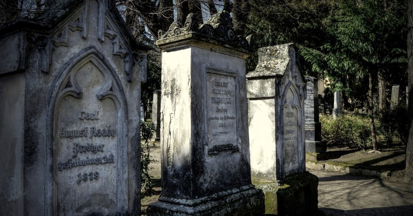 Take a tour of a cemetery | © Lubos Houska / Public Domain Pictures.net