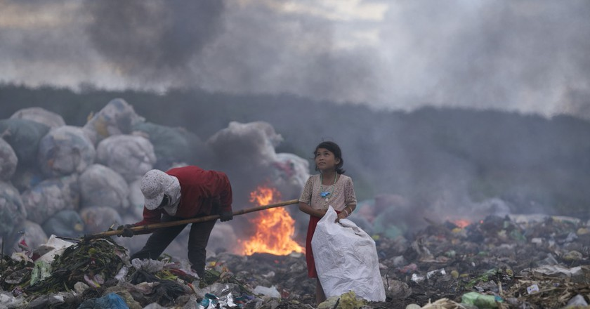 The hopeful eyes of the girl making a living by rubbish