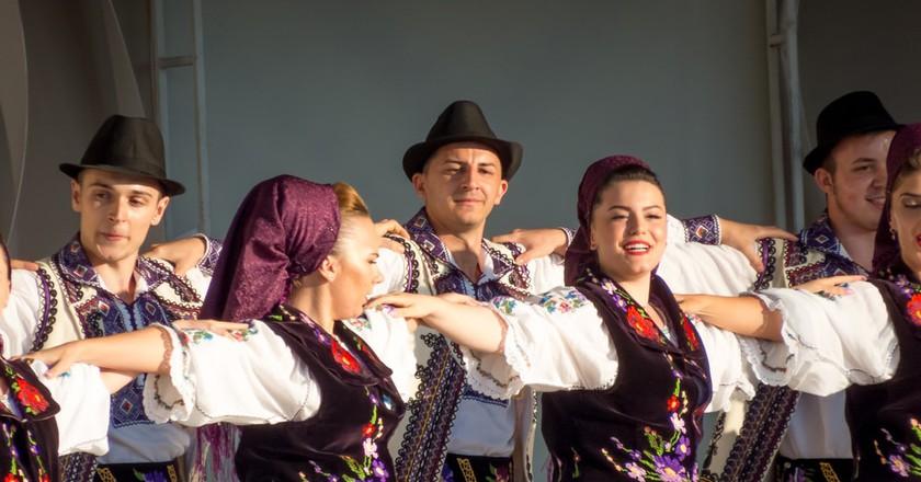 Traditional Romanian Dance © Veronica Maria / Shutterstock