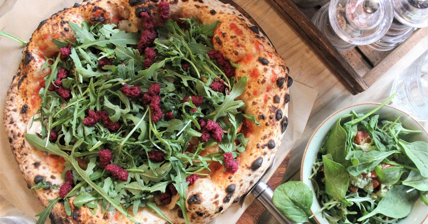 Delicious beetroot vegan pizza | © Charlie Marchant / Flickr