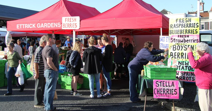 Fruit stalls at the Otago Farmers' Market   © Graeme Scott/Flickr