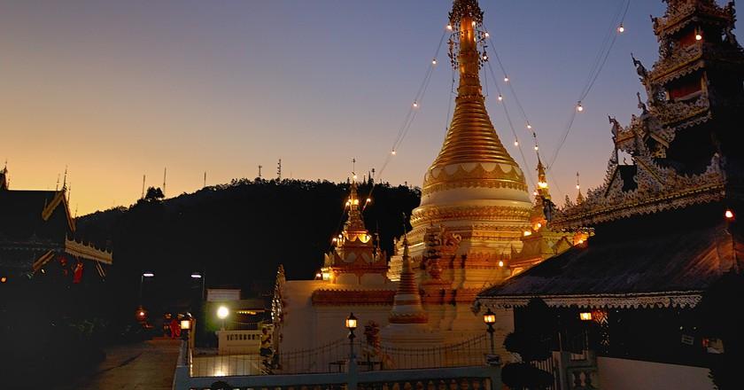 Wat Chong Kham at sunset   © Mark Lehmkuhler/Flickr