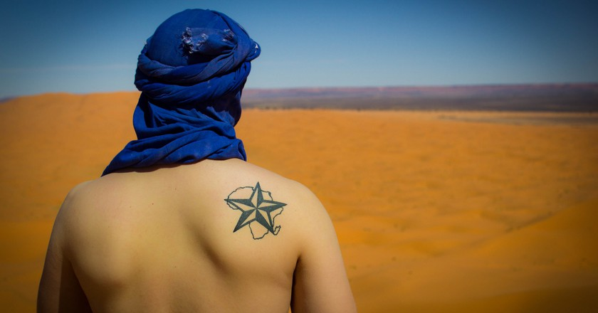 Looking across Moroccan landscapes with a tattooed map of Africa | © Christopher L. / Flickr