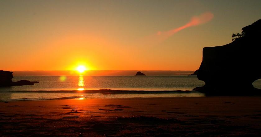 Sunrise at Cathedral Cove, Coromandel | ©  Philipp Klotz/Flickr