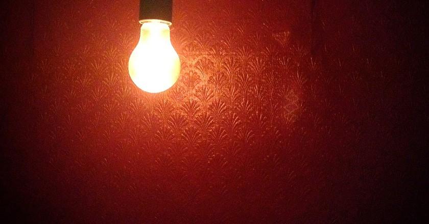 Hanging Light Bulb at Evan's & Peel Detective Agency © Derek Key/Flickr