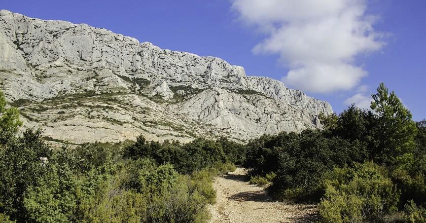 Cézanne's beloved Sainte Victoire mountain outside Aix-en-Provence   © Annie CS/pixabay