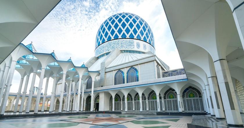 Blue Mosque in Shah Alam © MawardiBahar/Shutterstock