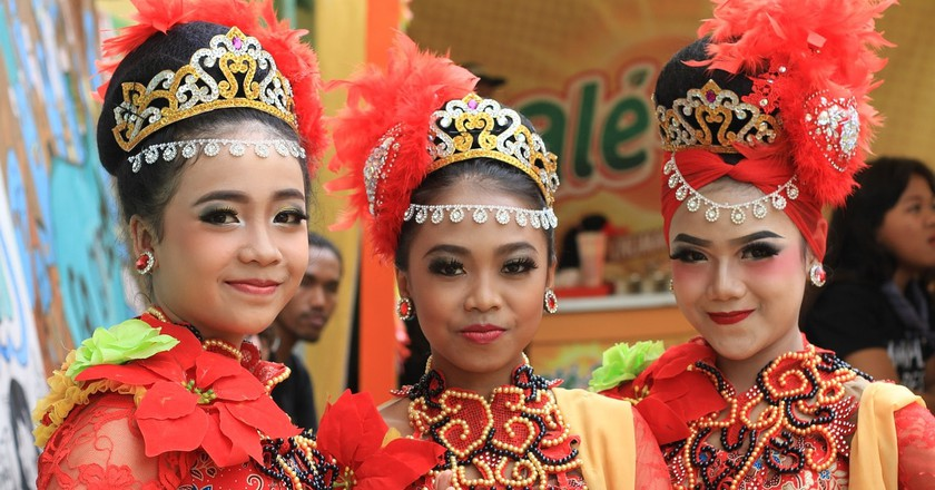 Indonesian girls with traditional costume | © masbebet/Pixabay