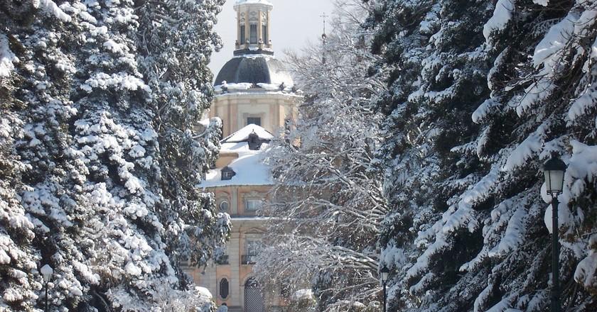 https://pixabay.com/en/farm-snow-landscape-palace-rides-94031/