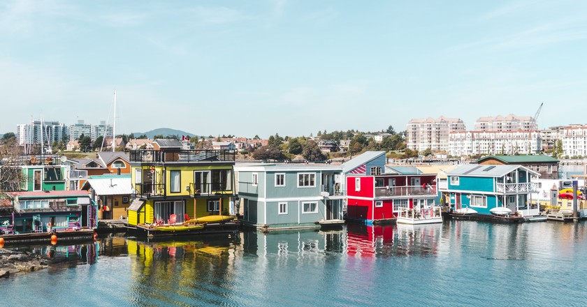 Colorful float homes | © Hayley Simpson
