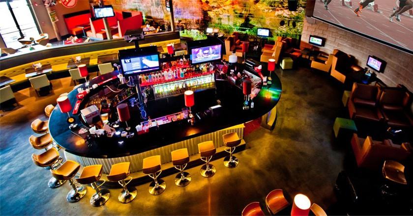 Main bar at Usain Bolt's Tracks and Records |© tracksandrecords.com