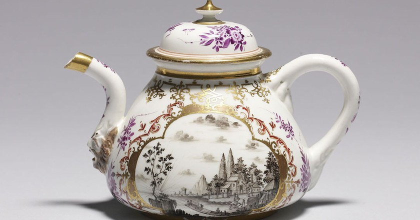 Meissen Porcelain Teapot Walters Art Museum Wikicommons