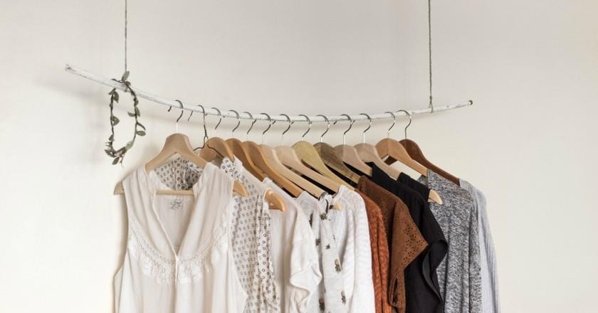 Rail of clothes | © Priscilla Du Preez / Unsplash