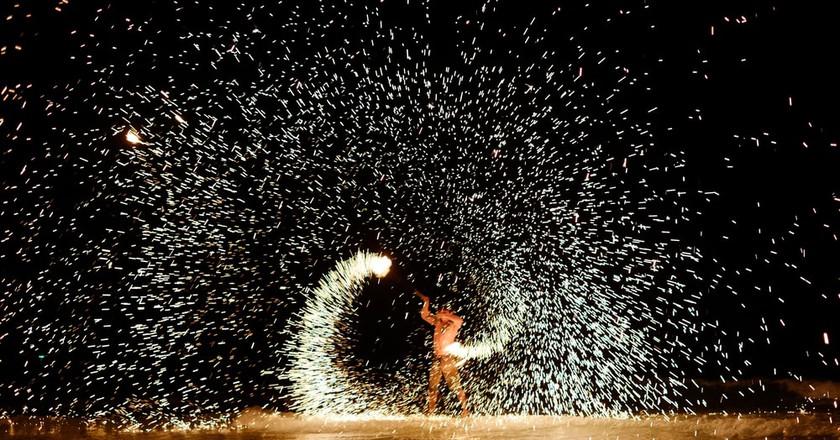 A Firestarter performs on Koh Samet Island   © Maxim Tupikov / Shutterstock