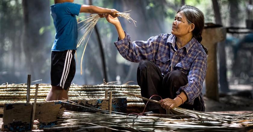 An Indonesian boy helps his grandmother | © Ninja SS / Shutterstock