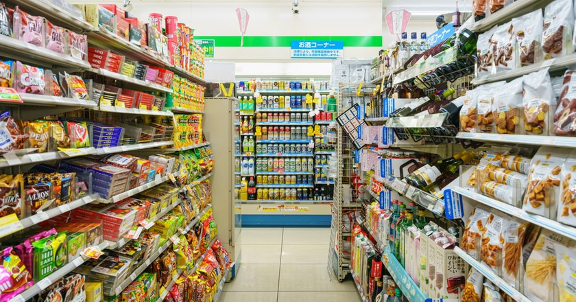 Ikebukuro FamilyMart in Tokyo | © Tooykrub / Shutterstock.com