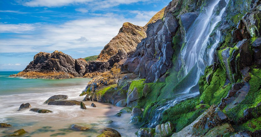 Waterfall, Tresaith Beach, Ceredigion,Cardigan, West Wales, UK|© ESB Professional/Shutterstock