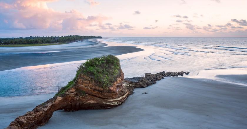Small charming fishing village of Mompiche, Ecuadorian Pacific coastline | ©  Ksenia Ragozina/Shutterstock