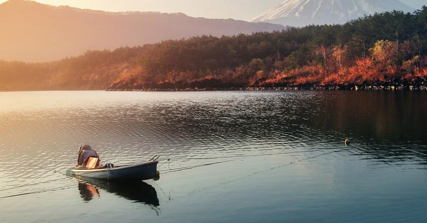 Mount Fuji from the shores of Saiko | © bundit jonwises / Shutterstock