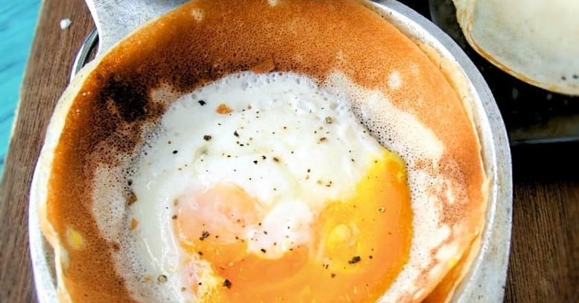 An egg hopper in a hopper pan | Courtesy of My Sri Lankan Recipe