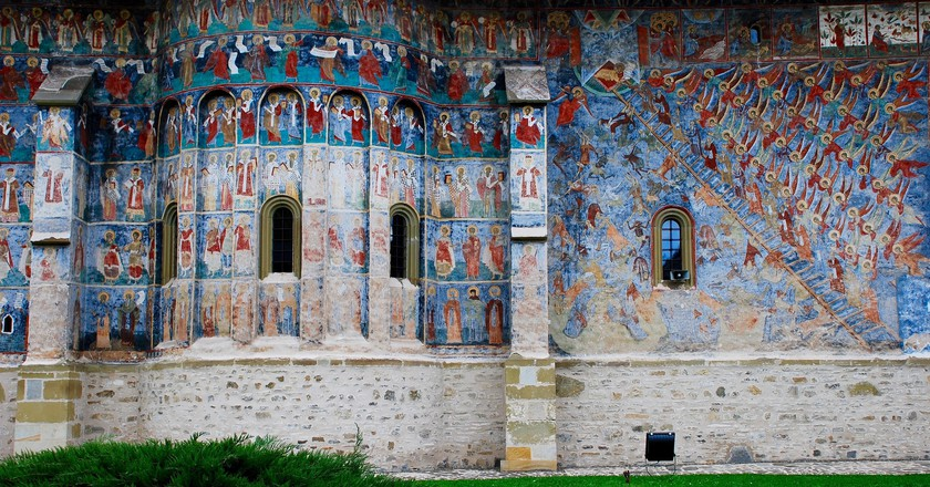 Outdoor Frescoes at Sucevita Monastery | © Remus Pereni / Flickr