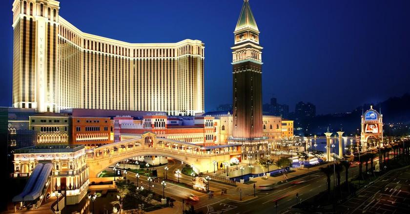Las vegas biggest casino impact of gambling