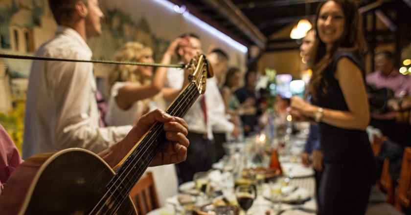 Food and fun at Belgrade's famous Dva Jelena   © Dva Jelena/Facebook
