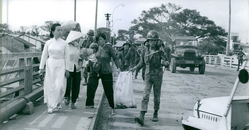 People fleeing during the Tet Offensive | © manhhai/Flickr