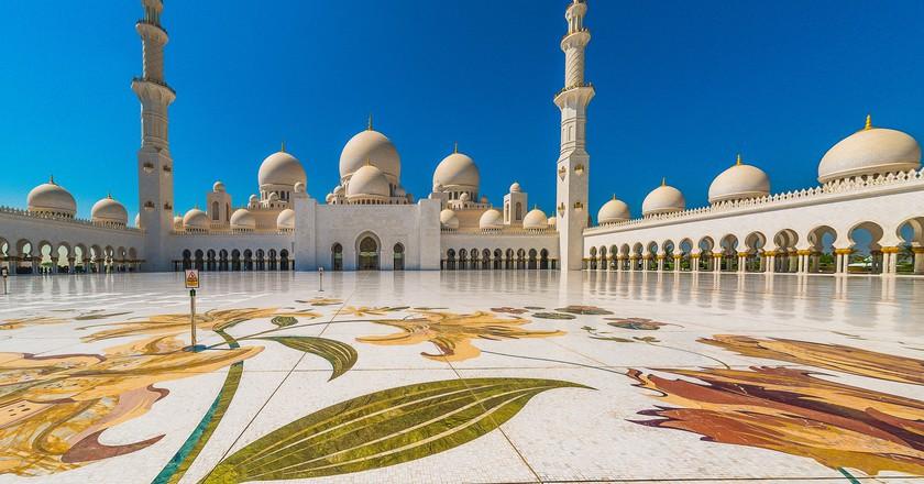 Sheikh Zayed Grand Mosque in Abu Dhabi | ©Artur Malinowski / Flickr
